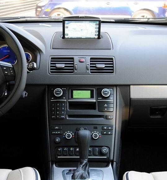 Штатное головное устройство Volvo XC90 (2003-2011) HL-8832GB